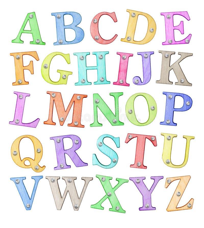Χρωματισμένες επιστολές του λατινικού αλφάβητου φιαγμένου από ξύλο με τα καρφιά, που απομονώνονται στο άσπρο υπόβαθρο στοκ εικόνες