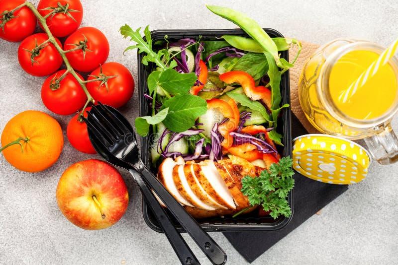 Υγιή εμπορευματοκιβώτια προετοιμασιών γεύματος στοκ εικόνα