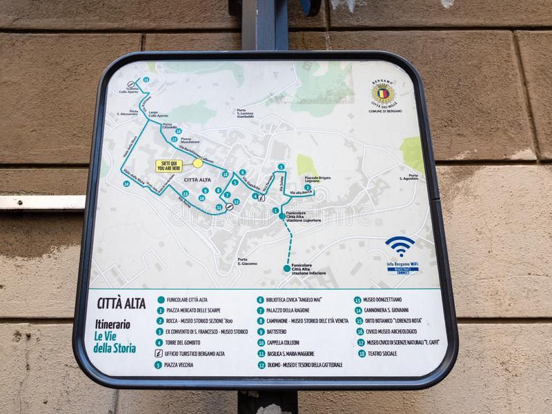 Υπαίθριος χάρτης πόλεων της ανώτερης κωμόπολης στην πόλη του Μπέργκαμο στοκ φωτογραφία