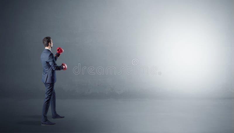 Πάλη επιχειρηματιών σε ένα κενό διάστημα στοκ φωτογραφία με δικαίωμα ελεύθερης χρήσης