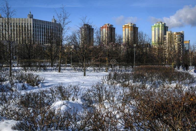 Πάρκο μπροστά από την ακαδημία Γενικού Επιτελείου στη Μόσχα στοκ φωτογραφία με δικαίωμα ελεύθερης χρήσης
