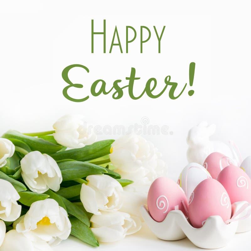 Πάσχα ευτυχές Άσπρα τουλίπες και αυγά για χρωματισμένος ελεύθερη απεικόνιση δικαιώματος
