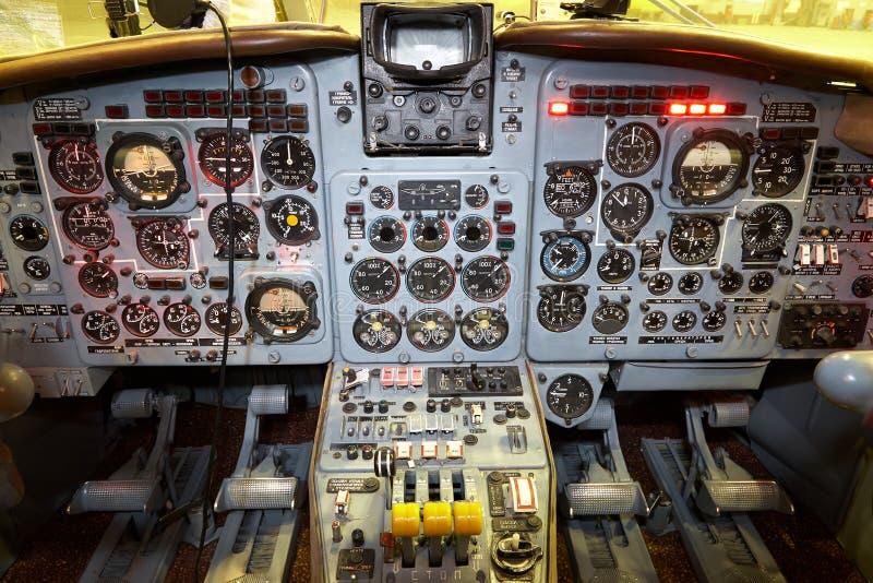 Πίνακας ελέγχου σε ένα πιλοτήριο αεροπλάνων μικρό ταξίδι χαρτών του Δουβλίνου έννοιας πόλεων αυτοκινήτων στοκ εικόνες