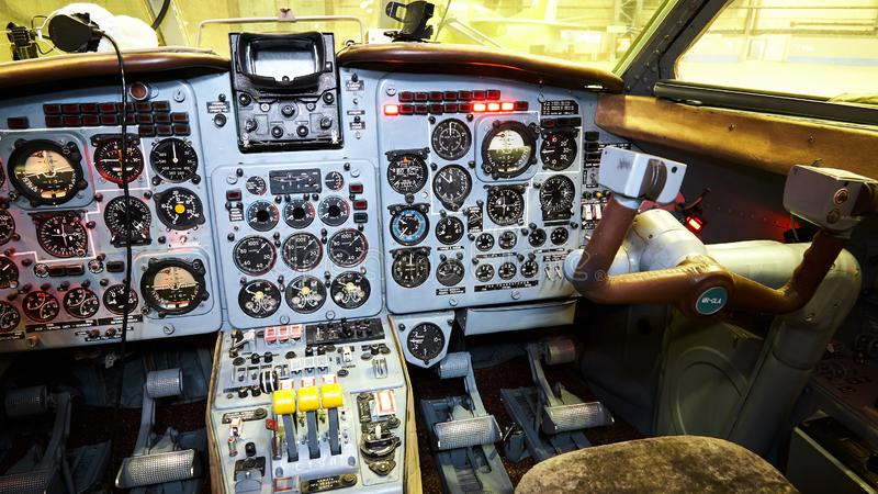 Πίνακας ελέγχου σε ένα πιλοτήριο αεροπλάνων μικρό ταξίδι χαρτών του Δουβλίνου έννοιας πόλεων αυτοκινήτων στοκ εικόνα με δικαίωμα ελεύθερης χρήσης