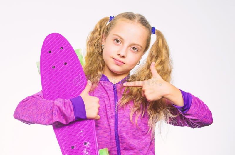 Πίνακας πενών του ονείρου της Επιλέξτε skateboard που φαίνεται μεγάλο και οδηγά επίσης μεγάλο Καλύτερο δώρο για το παιδί Παιδί μα στοκ εικόνες