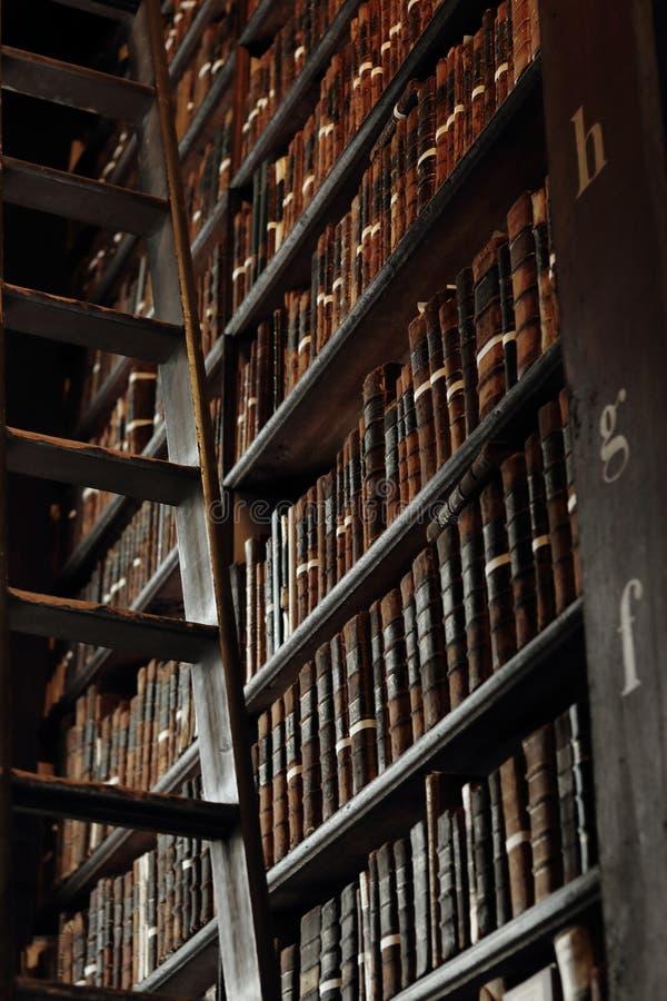 Παλαιά βιβλιοθήκη στο κολλέγιο τριάδας στοκ φωτογραφίες