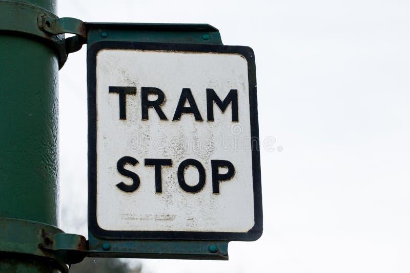 Παλαιό αναδρομικό εκλεκτής ποιότητας σκουριασμένο σημάδι στάσεων τραμ στοκ εικόνες