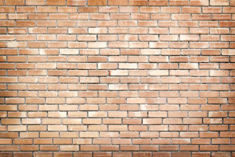 Παλαιό καφετί τούβλο στο συμπαγή τοίχο στην άνευ ραφής σύσταση σχεδίων για το υπόβαθρο στοκ φωτογραφία