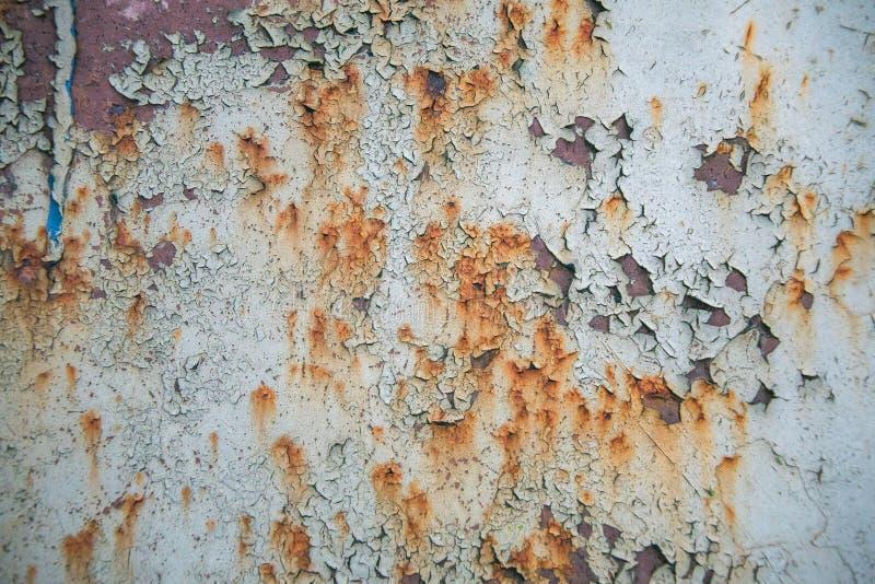 Παλαιό διαβρωμένο υπόβαθρο τοίχων μετάλλων με το λεπιοειδές γκρίζο χρώμα Σκουριασμένη λεπιοειδής ραγισμένη επιφάνεια μετάλλων Αφα στοκ φωτογραφία