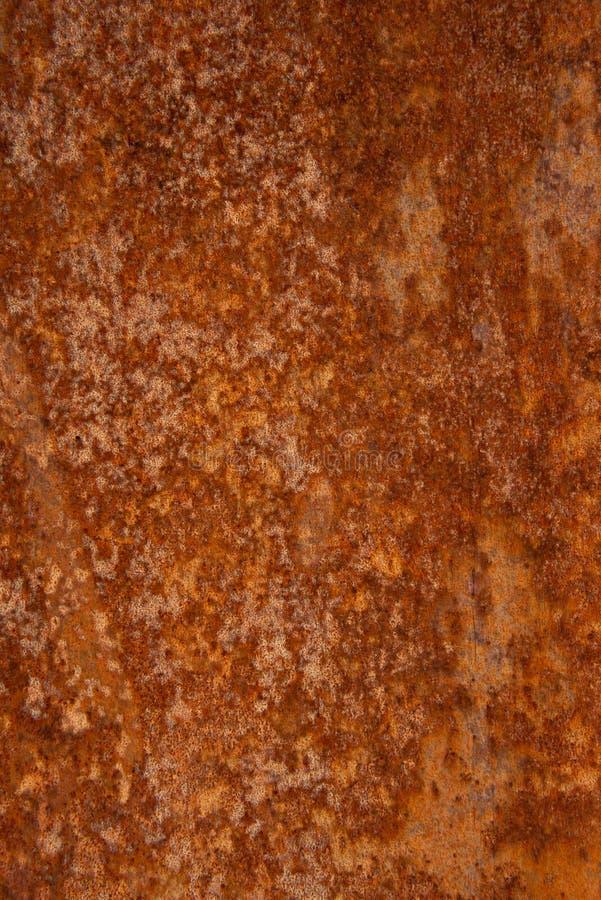 Παλαιό στενοχωρημένο καφετί σκουριασμένο πέτρινο υπόβαθρο χαλκού τερακότας με τους τραχιούς πολύχρωμους συνυπολογισμούς σύστασης  στοκ φωτογραφία