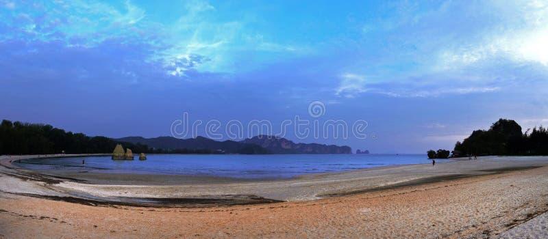 Πανοραμική άποψη της παραλίας Noppharat Thara στην επαρχία Krabi, Ταϊλάνδη στοκ φωτογραφία με δικαίωμα ελεύθερης χρήσης