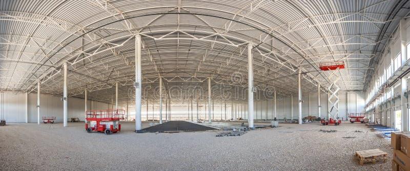 Πανόραμα της κατασκευής μιας μεγάλης αποθήκης εμπορευμάτων σύνθετης στοκ φωτογραφία με δικαίωμα ελεύθερης χρήσης