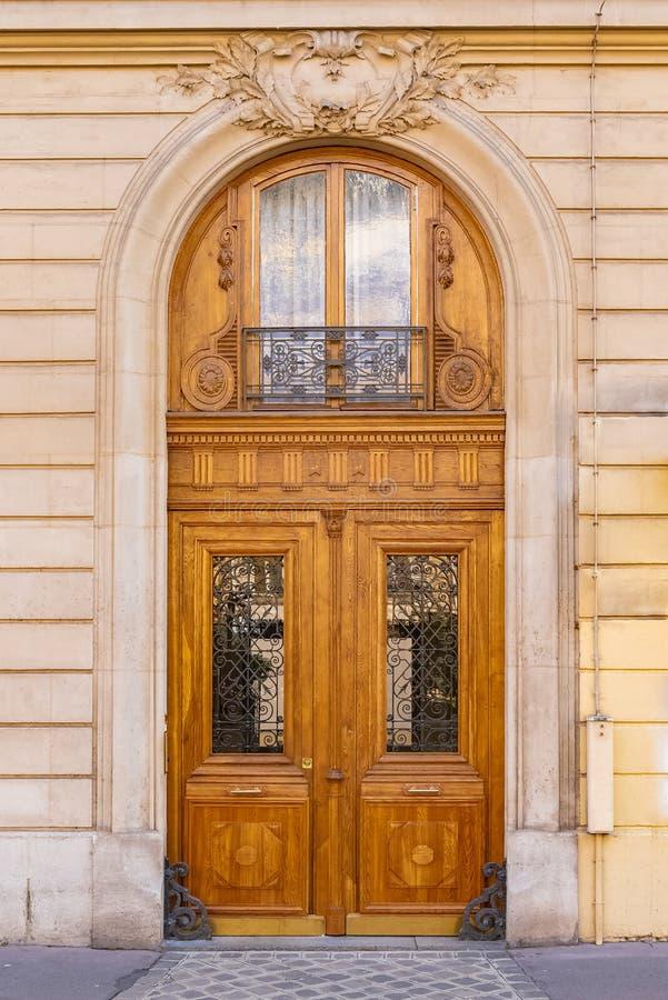 Παρίσι, ξύλινη πόρτα στοκ φωτογραφίες