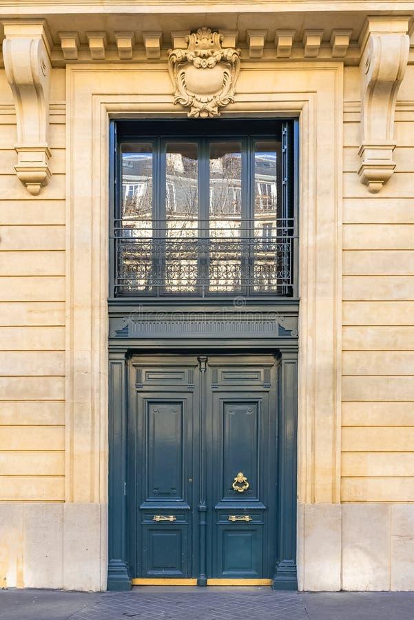 Παρίσι, ξύλινη πόρτα στοκ εικόνες