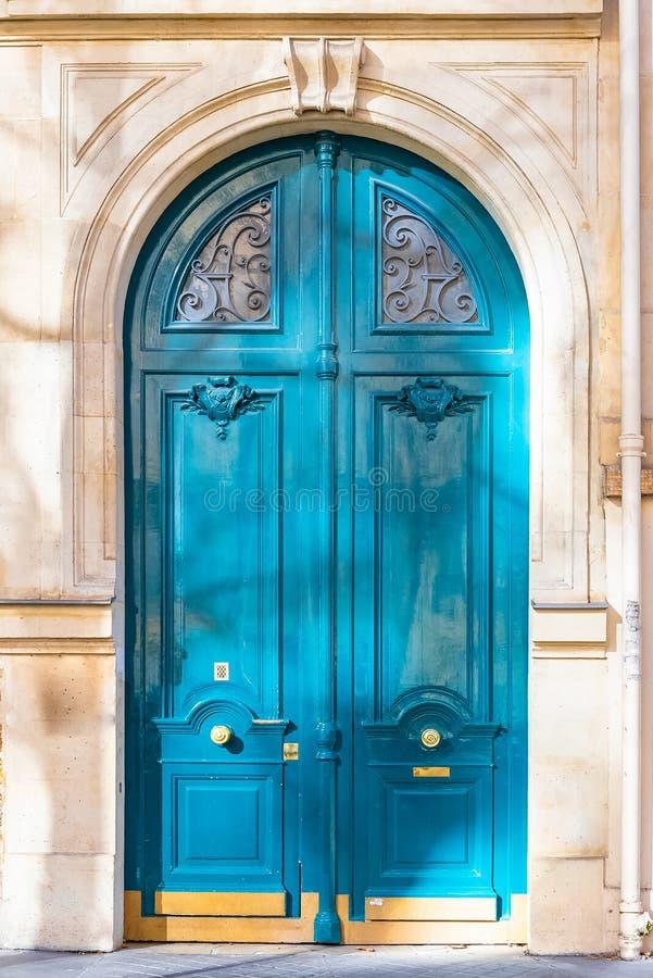 Παρίσι, ξύλινη πόρτα στοκ φωτογραφία