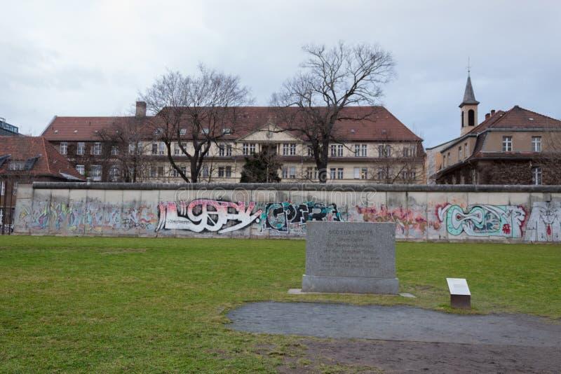 Παραμένει του μνημείου τειχών του Βερολίνου στοκ φωτογραφίες με δικαίωμα ελεύθερης χρήσης