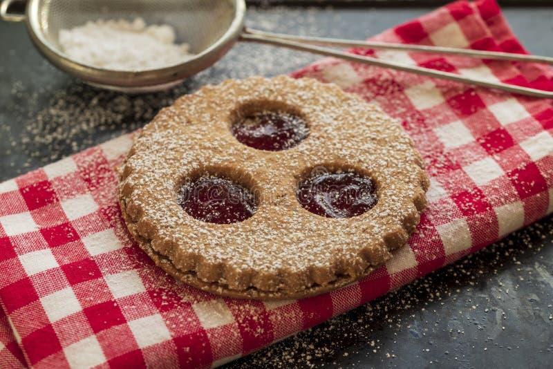 Παραδοσιακά μπισκότα Linzer στοκ εικόνα με δικαίωμα ελεύθερης χρήσης