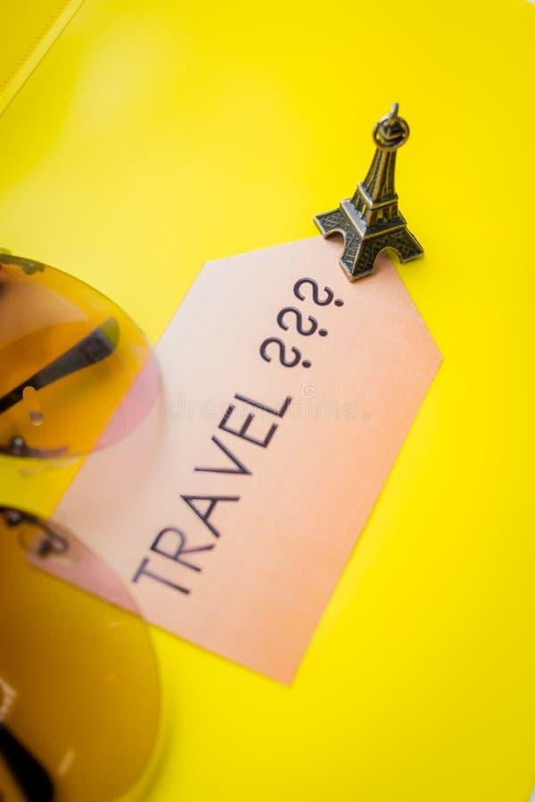 Παρατά την ιδέα ταξιδιού, έννοια κινήτρου περιπέτειας, οι διακοπές χαλαρώνουν Γαλλία στην υποδοχή Ορόσημο ταξιδιού της Ευρώπης κα στοκ φωτογραφία με δικαίωμα ελεύθερης χρήσης