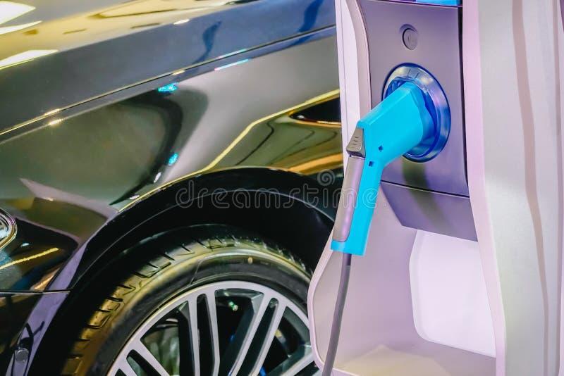 Παροχή ηλεκτρικού ρεύματος για την ηλεκτρική χρέωση αυτοκινήτων αυτοκίνητο που χρεώνει τον ηλεκτρικό σταθμό Κλείστε επάνω της παρ στοκ φωτογραφίες με δικαίωμα ελεύθερης χρήσης