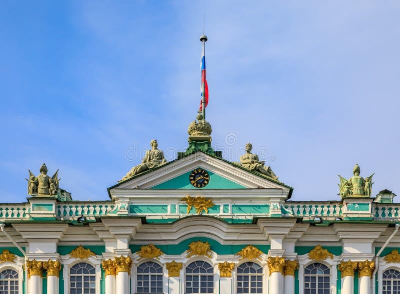 Περίκομψη πρόσοψη του χειμερινού παλατιού - ερημητήριο σε Άγιο Πετρούπολη, Ρωσία στοκ φωτογραφία με δικαίωμα ελεύθερης χρήσης