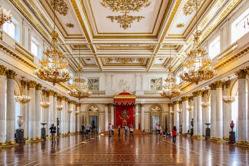 Περίκομψο εσωτερικό του αυτοκρατορικού δωματίου θρόνων στο Μουσείο Τέχνης κρατικών ερημητηρίων και του πολιτισμού σε Άγιο Πετρούπ στοκ φωτογραφίες