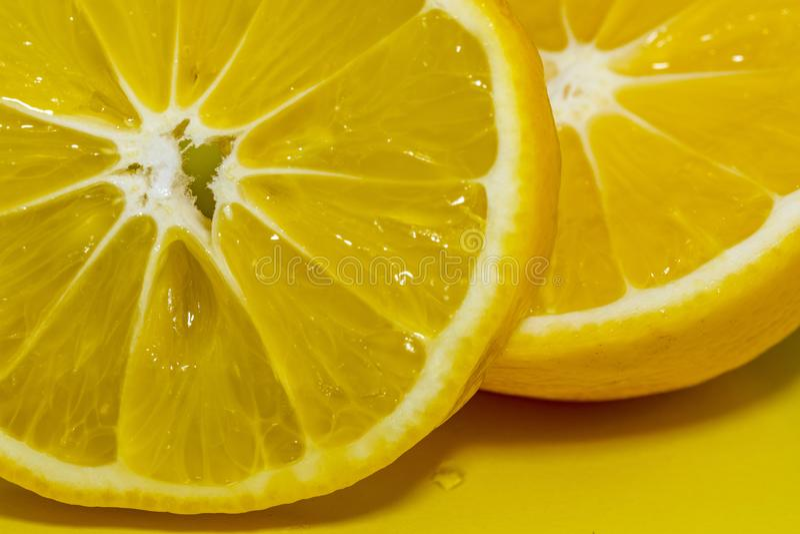 Περικοπή στο μισό πορτοκάλι στοκ εικόνες με δικαίωμα ελεύθερης χρήσης