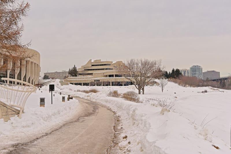 Περπάτημα της πορείας κατά μήκος του καναδικού μουσείου ιστορίας και των περιχώρων μια κρύα χειμερινή ημέρα με το χιόνι στοκ φωτογραφία με δικαίωμα ελεύθερης χρήσης