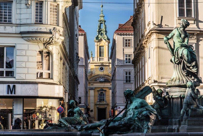 Πηγή Donnerbrunnen και εκκλησία του ST Anne στοκ εικόνες