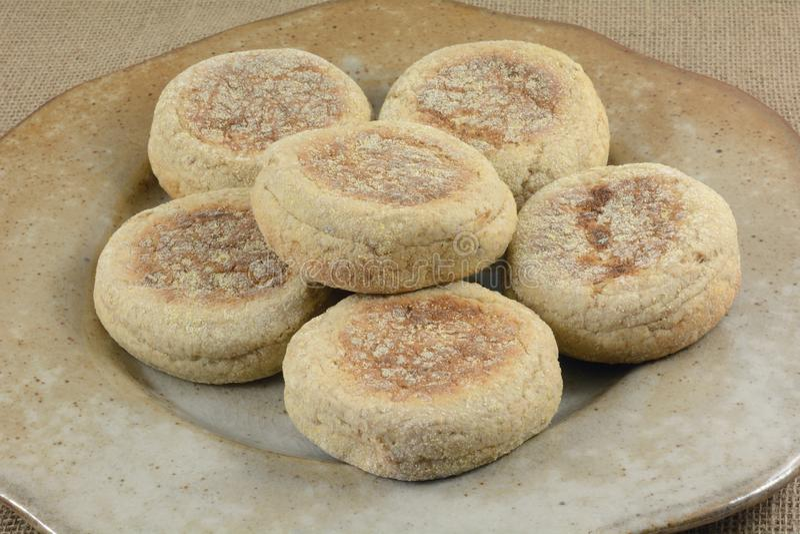 Πιατέλα αγγλικά muffins στοκ εικόνες με δικαίωμα ελεύθερης χρήσης