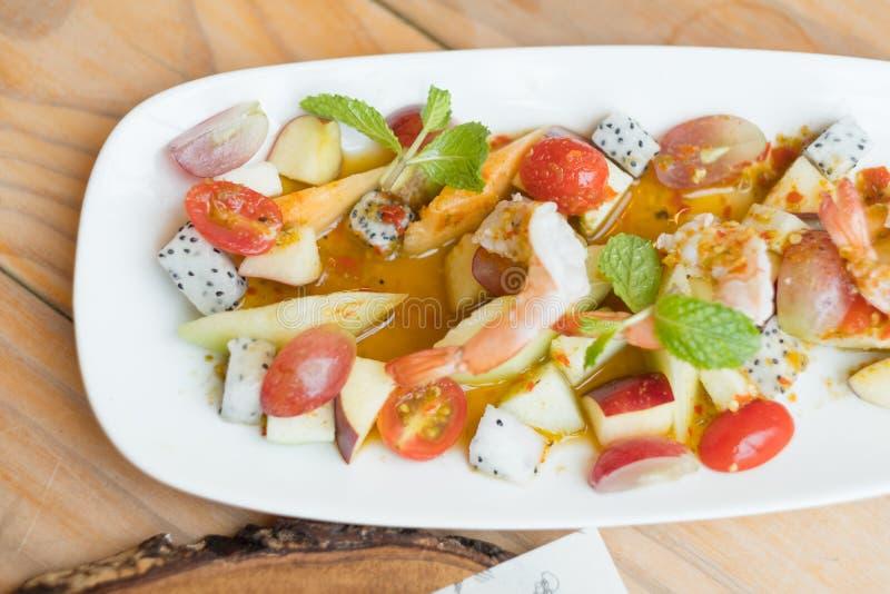 Πικάντικος της σαλάτας φρούτων και θαλασσινών στοκ εικόνες με δικαίωμα ελεύθερης χρήσης