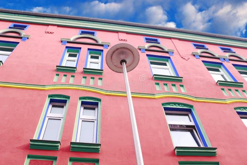 Πολυ χρωματισμένη πρόσοψη σπιτιών Magdeburg, Γερμανία, Otto-Richter-οδός στοκ εικόνα