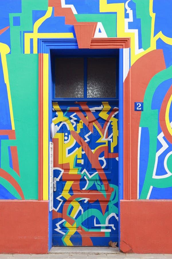 Πολυ χρωματισμένη πόρτα εισόδων Magdeburg, Γερμανία, Otto-Richter-οδός 2 στοκ φωτογραφία