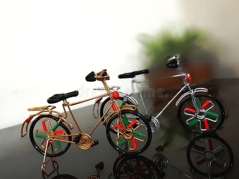 Ποδήλατο που αγοράζεται μίνι στο Δελχί Ινδία στοκ εικόνες