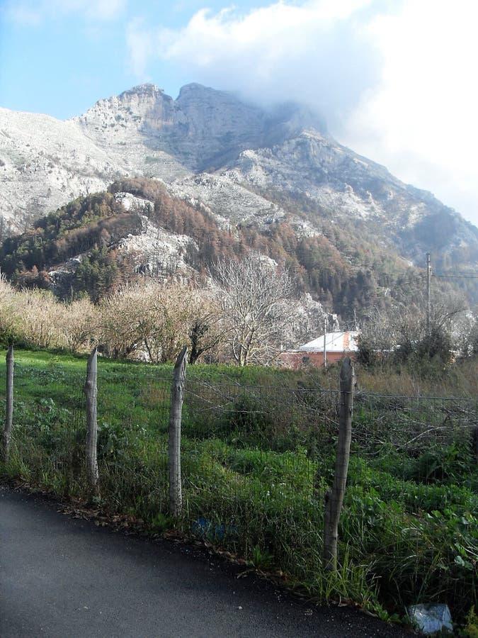 Πορεία και άποψη του υποστηρίγματος Faito στο sud Ιταλία στοκ φωτογραφίες