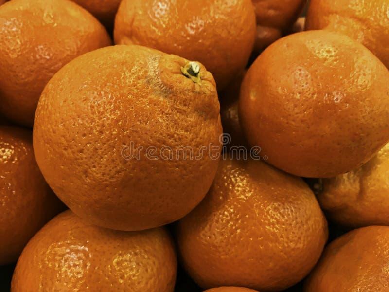 Πορτοκάλια αίματος, φωτεινά δέρματα με την πορφυρή χρωματισμένη σάρκα στοκ φωτογραφίες