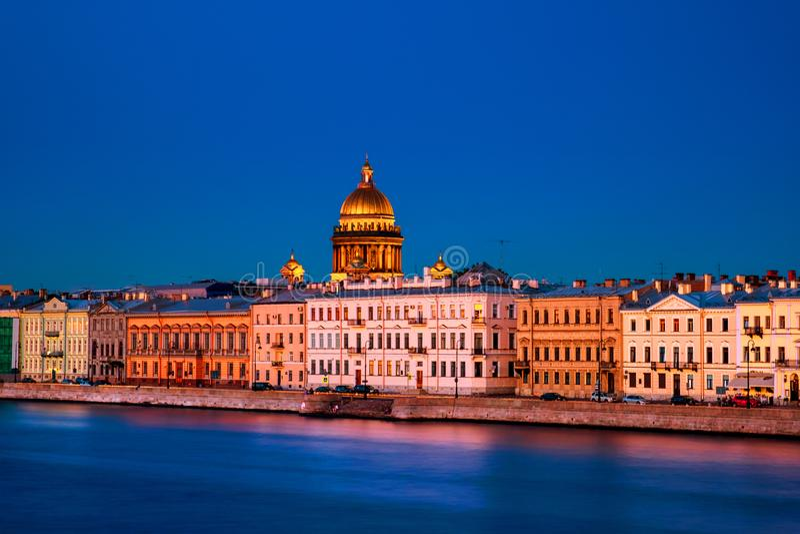 Ποταμός Moyka σε Άγιο Πετρούπολη, Ρωσία στη νύχτα, ιστορικά κτήρια στοκ φωτογραφία με δικαίωμα ελεύθερης χρήσης