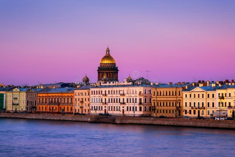 Ποταμός Moyka σε Άγιο Πετρούπολη, Ρωσία το βράδυ, ιστορικά κτήρια στοκ εικόνα με δικαίωμα ελεύθερης χρήσης
