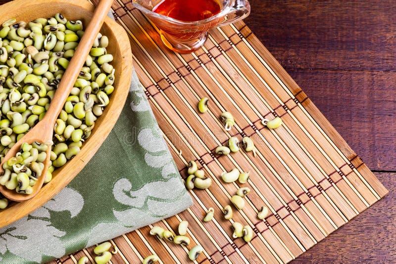 Πράσινο φασόλι σειράς - χαρακτηριστικά βορειοανατολικά τρόφιμα με το πετρέλαιο dende στοκ φωτογραφίες