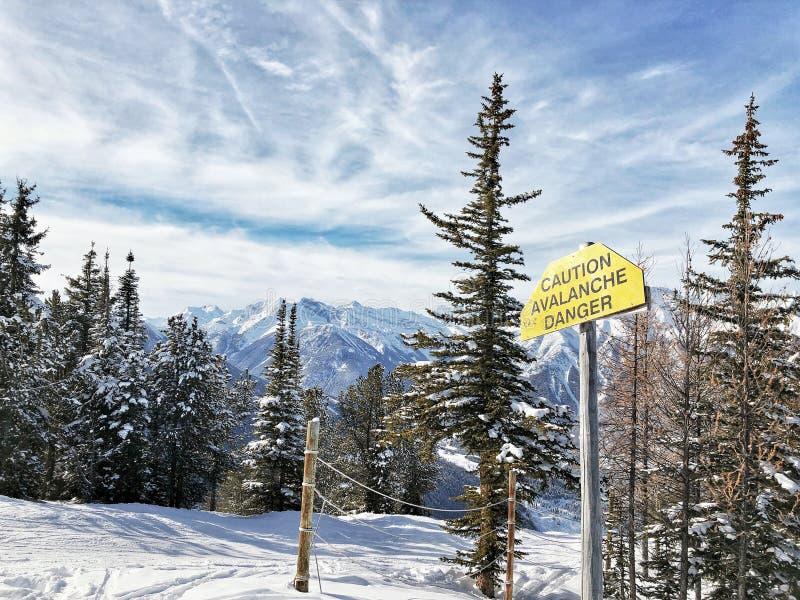Προειδοποίηση χιονοστιβάδων στοκ φωτογραφία με δικαίωμα ελεύθερης χρήσης