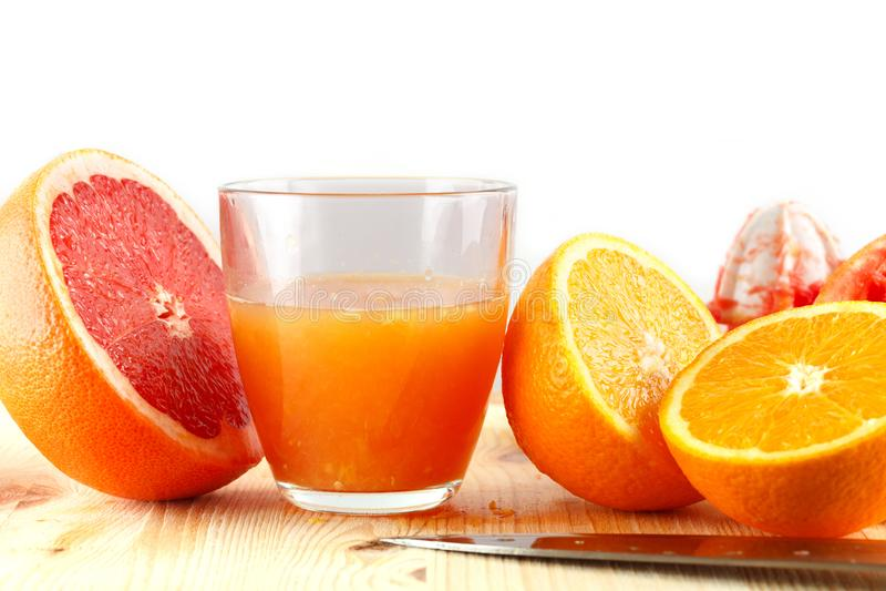 Πρόσφατα συμπιεσμένος χυμός εσπεριδοειδών Πορτοκάλι και γκρέιπφρουτ στοκ εικόνα