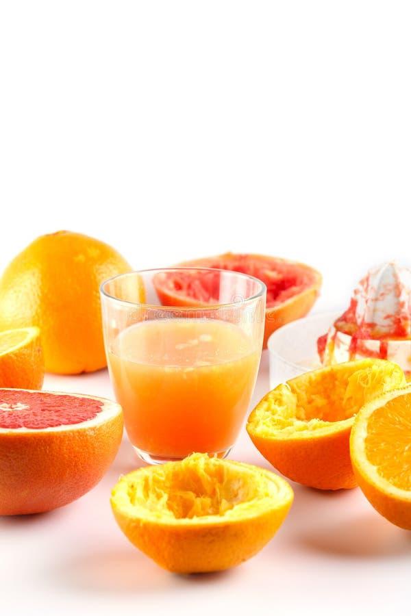 Πρόσφατα συμπιεσμένος χυμός εσπεριδοειδών Πορτοκάλι και γκρέιπφρουτ στοκ φωτογραφίες με δικαίωμα ελεύθερης χρήσης