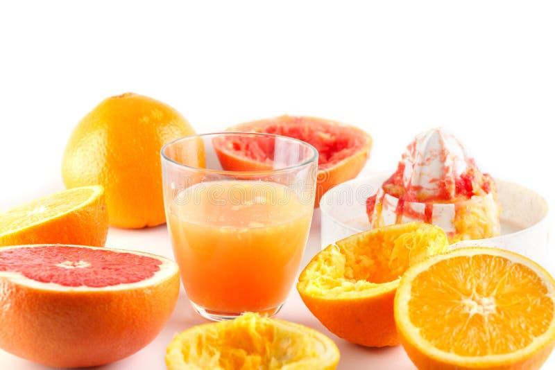 Πρόσφατα συμπιεσμένος χυμός εσπεριδοειδών Πορτοκάλι και γκρέιπφρουτ στοκ εικόνες με δικαίωμα ελεύθερης χρήσης