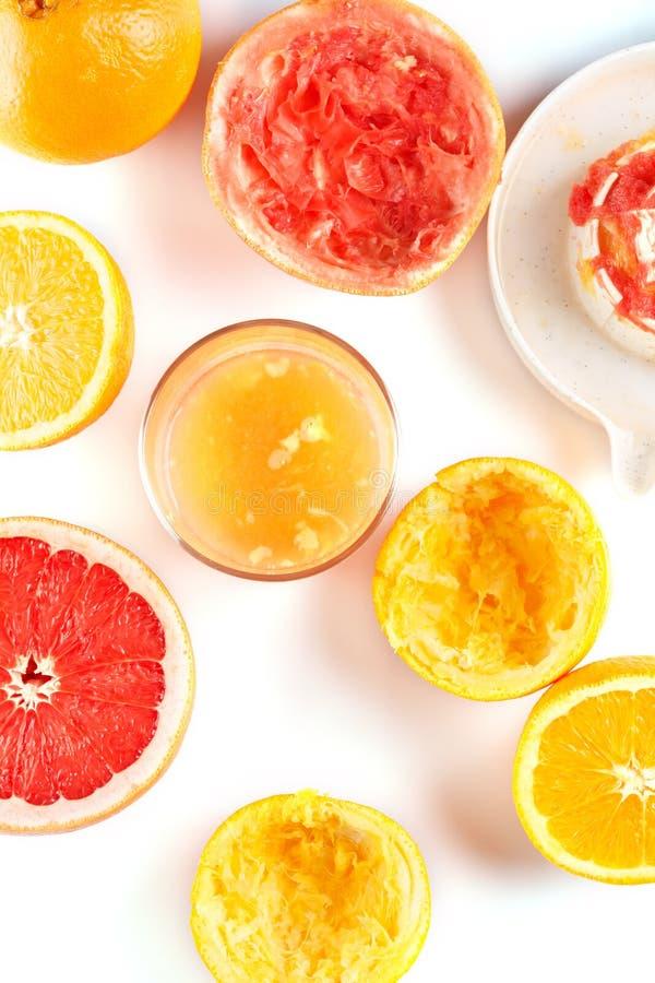 Πρόσφατα συμπιεσμένος χυμός εσπεριδοειδών Πορτοκάλι και γκρέιπφρουτ στοκ φωτογραφίες