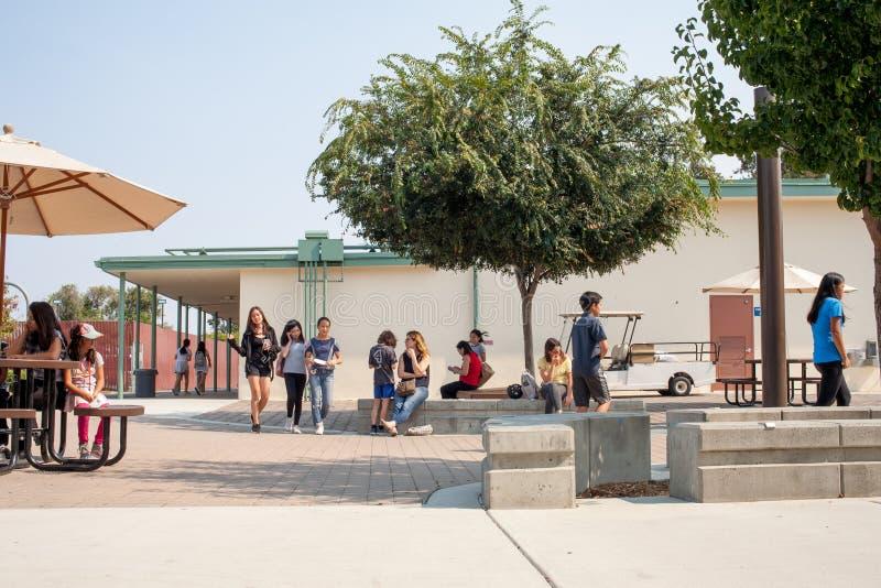 Πρώτη ημέρα του Γυμνασίου σε Καλιφόρνια στοκ φωτογραφίες