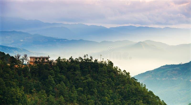 Πρωί στο απεριόριστο βουνό στοκ φωτογραφίες με δικαίωμα ελεύθερης χρήσης