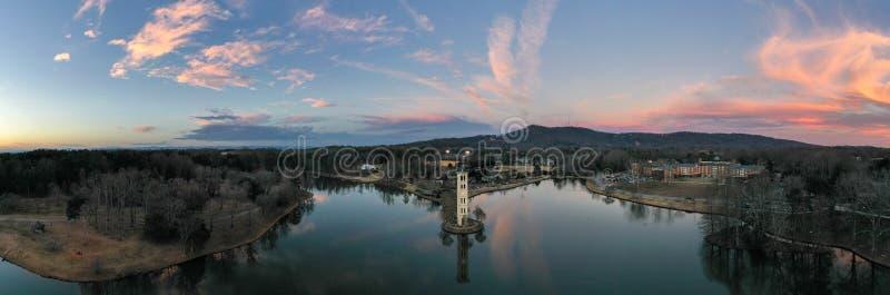 Πύργος ρολογιών στη λίμνη Furman στοκ φωτογραφία με δικαίωμα ελεύθερης χρήσης