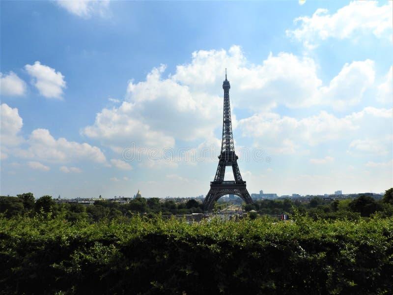 πύργος του Άιφελ Γαλλία Παρίσι Το διάσημο ιστορικό ορόσημο στο Σηκουάνα Ρομαντικός, τουρίστας, σύμβολο του μεγαλείου στοκ φωτογραφία με δικαίωμα ελεύθερης χρήσης