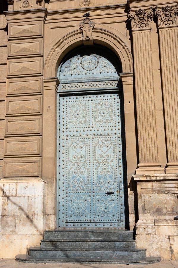 Πόρτα της εκκλησίας της ιερής καρδιάς του Ιησού στοκ εικόνες