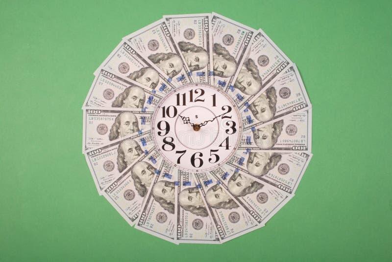 钟和�美元 曼荼罗万花筒上的钟 抽象货币背景光栅图案重复曼陀罗 图库摄影