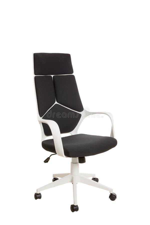 Тhree-fjärdedelar beskådar av en modern kontorsstol, gjort av vita plas royaltyfria bilder